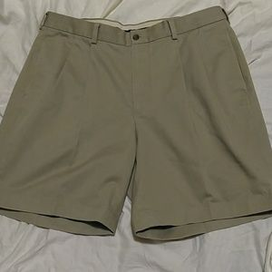 BROOKE BROTHERS MEN SHORT